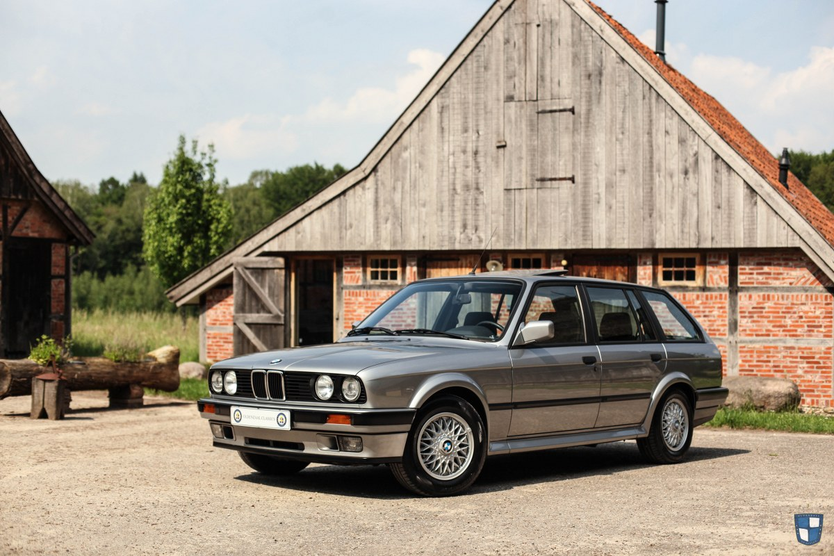 Klassieke auto -  BMW 1602 2002